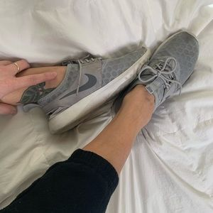 Gray Stretchy Nike Sneakers!